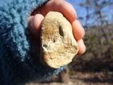 色のついた石